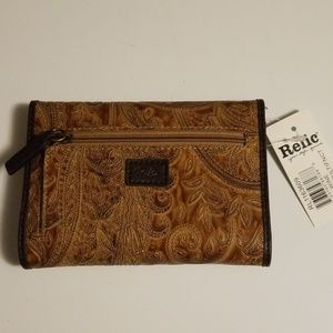 NWT Relic Paisley Mutilfinction Wallet